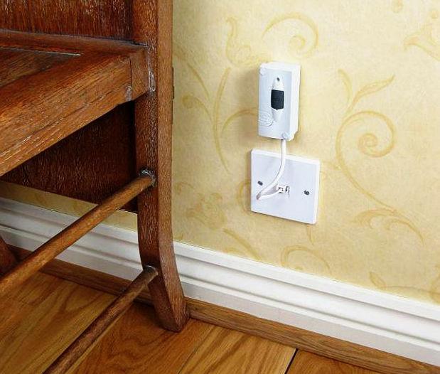 The mini telephone monitor simply plugs into a telephone socket